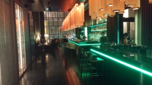 Platinum members get free drinks and appetizers at the bar at Le Meridien Bangkok
