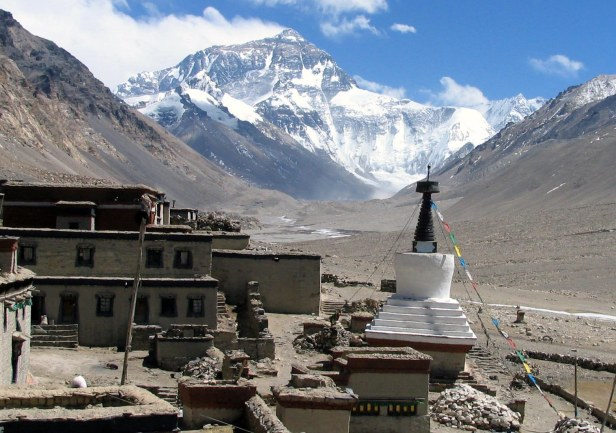Rongbuk_Monastery_Everest