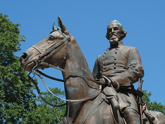 Nathan_Bedford_Forest_Statue_Memphis_t580