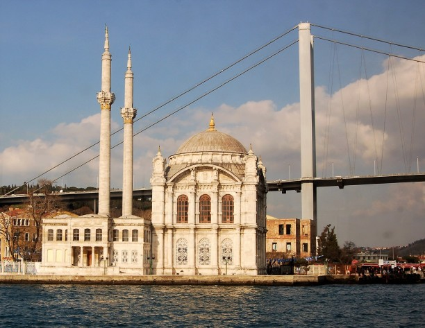 Ortakoy Mosque was built in the Neo-Baroque style between 1854 and 1856 by the same architects who designed the nearby Dolmabahçe Palace.